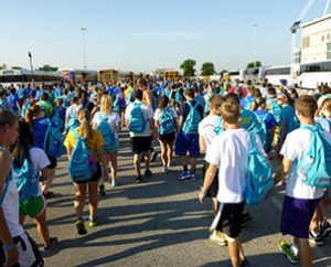 LCMS Youth Gathering participants prepare to board buses for servant events. Some 5,000 took part in more than 100 servant events in the San Antonio area. (LCMS Communications/Megan Mertz)
