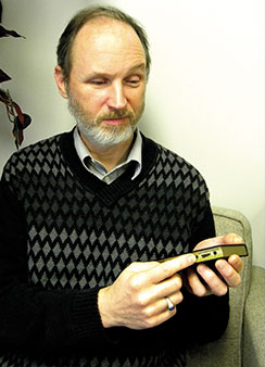 The Rev. Dave Andrus, director of Christian Outreach for Lutheran Blind Mission, demonstrates how to use a Talking Bible. (LCMS Communications/Paula Schlueter Ross)