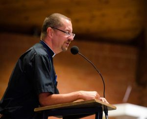 The Rev. William Weedon, LCMS director of worship and International Center chaplain, welcomes participants to the institute. (LCMS/Erik M. Lunsford)