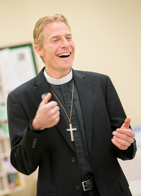 Pastor Timothy Droegemueller leads a Bible study at Living Faith Lutheran Church in Cumming, Ga.  (Erik M. Lunsford/LCMS Communications)