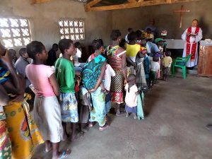 Villagers stand in line to be baptized Aug. 8 in Mozambique. (Evangelical Lutheran Church of Brazil)