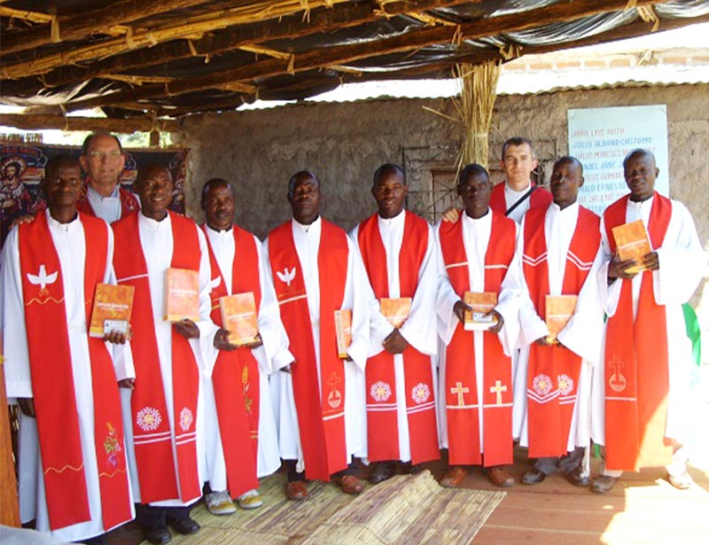 The first eight pastors of Concordia Lutheran Church in Mozambique pose after their Aug. 9 ordination. Behind them, from left, are two of their professors: the Rev. Dr. Carlos Walter Winterle and the Rev. André Buchweitz Plamer. (Evangelical Lutheran Church of Brazil)
