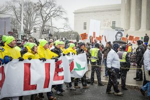 Lutherans march past counter-protestors at the 2016 March for Life Jan. 22 in Washington, D.C. (Michael Schuermann for LCMS Communications)